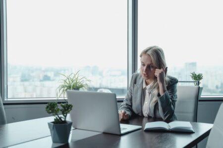 Video In Call Center, Telemarketer, Call Center